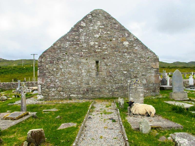 Extremo de aguilón de la iglesia del ` s de Dympna del santo, Achill del siglo XVIII Mayo Ireland fotografía de archivo libre de regalías