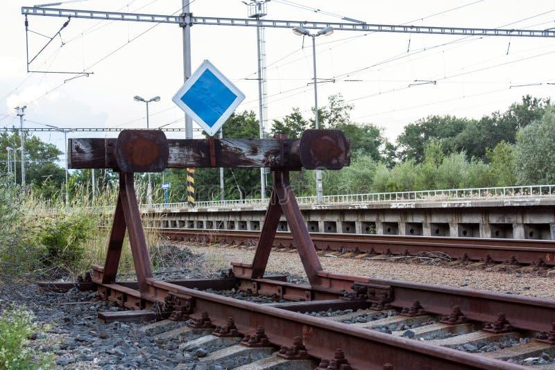 Extremo de la línea de ferrocarril foto de archivo libre de regalías