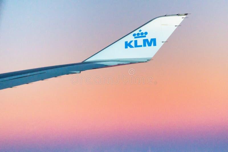 Extremo del ala de KLM fotos de archivo
