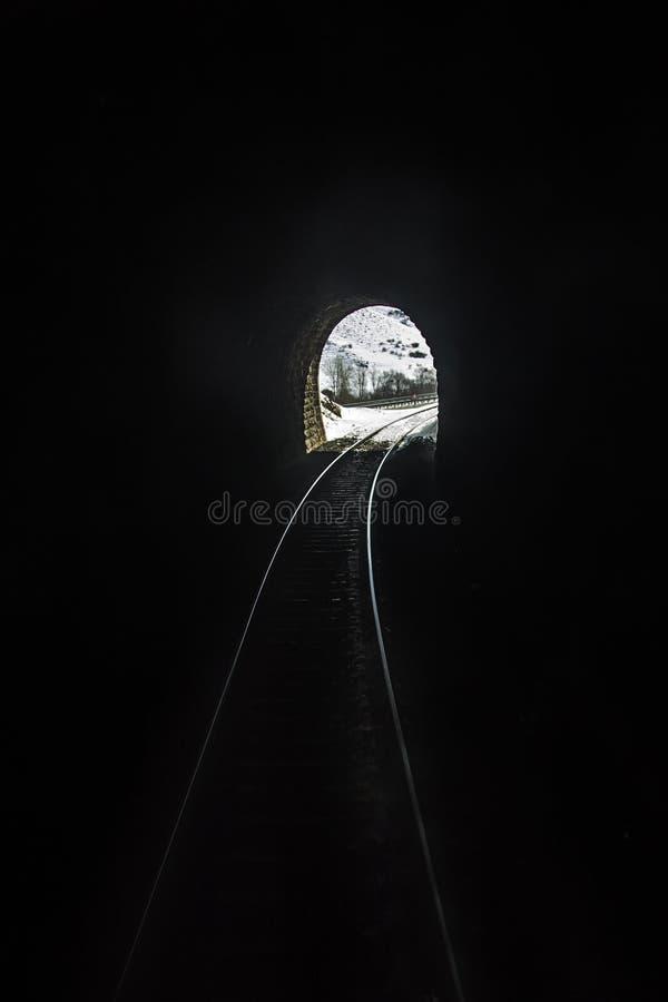 Extremo del túnel del tren imagen de archivo