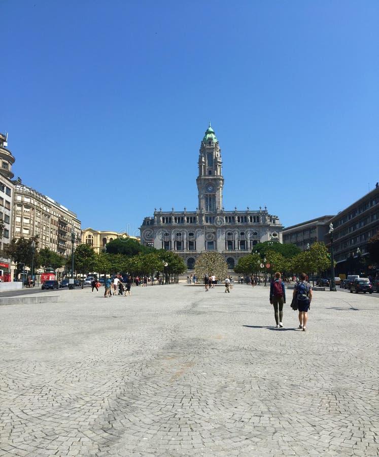 Extremo meridional de DOS majestuoso Aliados de Porto's Avenida, del cuadrado de Liberdade - ayuntamiento y Liberty Square Port fotos de archivo libres de regalías