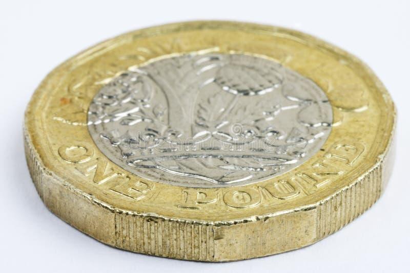 Extremt slut upp av använt UK ett pundmynt royaltyfri bild
