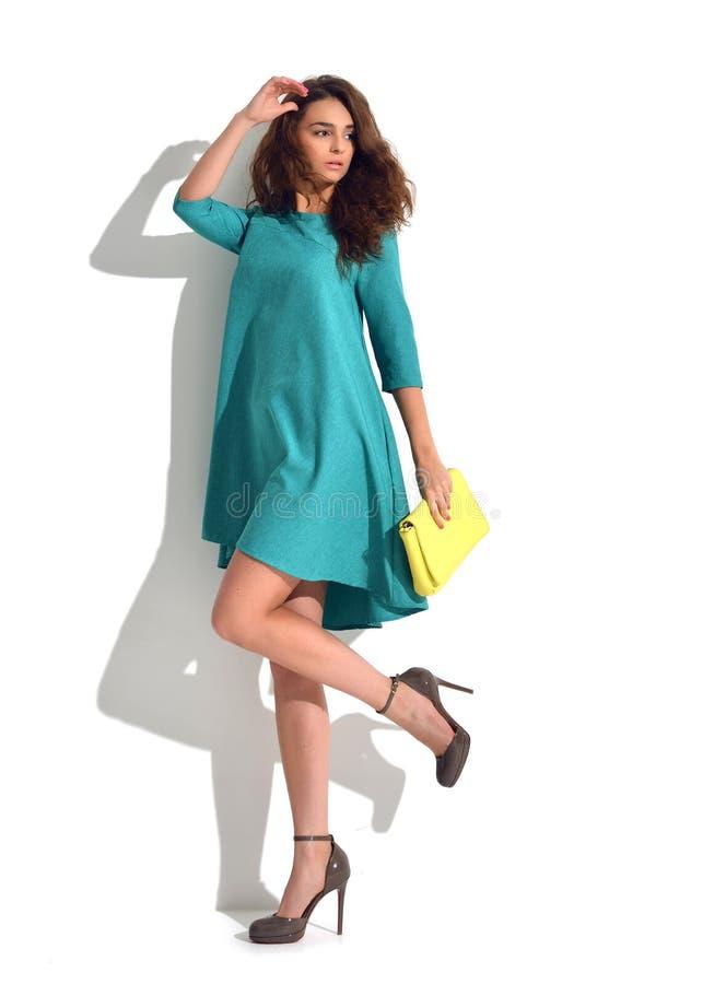 Exy kobieta pozuje w błękit mennicy mody ciała sukni płótnie z wrzeszczy obraz royalty free