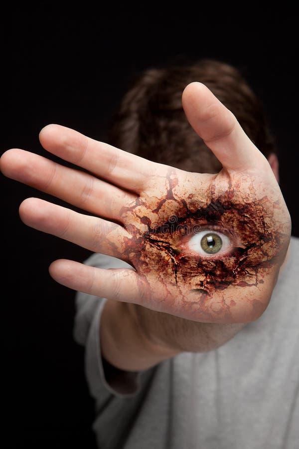 Eye en la mano - concepto de la visión y de la identidad imagen de archivo