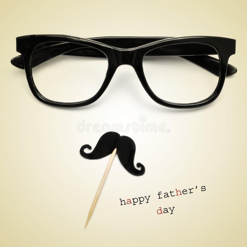 Eyeglasses и усик, и день отцов текста счастливый стоковые изображения