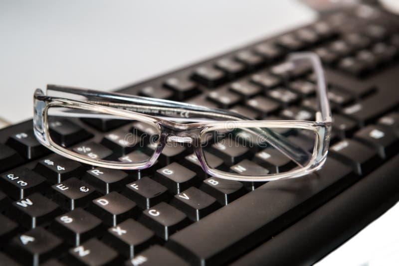 eyeglasses с клавиатурой стоковые изображения rf