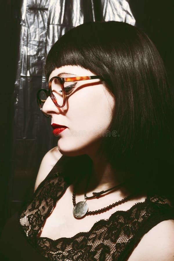 Eyeglasses desgastando da mulher imagens de stock