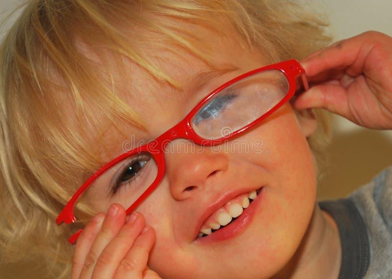 Eyeglasses quebrados vermelhos imagens de stock royalty free