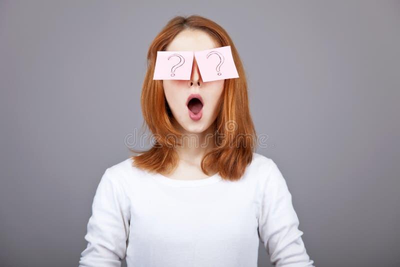 eyes стикеры красного цвета портрета девушки с волосами стоковые фотографии rf