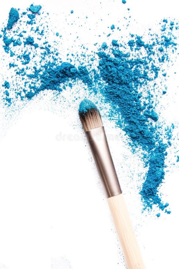 Eyeshadow kosmetyka kopii szczotkarski proszek Rozpraszająca przestrzeń różnorodny set odizolowywający na białym tle pojęcie moda zdjęcia stock