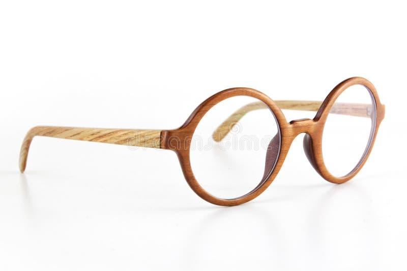 Eyewear de madeira feito a mão da madeira rústica no fundo claro branco foto de stock