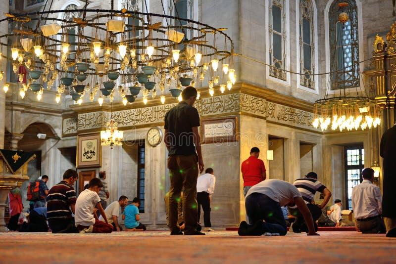 Eyup-Sultans-Moscheenritual der Anbetung zentrierte im Gebet, Istanbu stockfotos