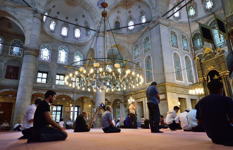 Eyup-Sultans-Moscheenritual der Anbetung zentrierte im Gebet, Istanbu lizenzfreie stockfotos