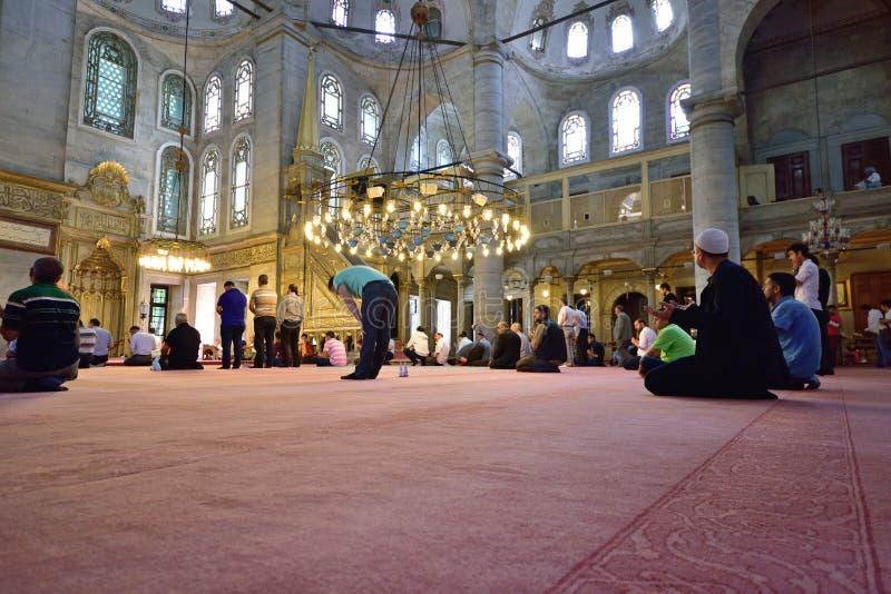 Eyup-Sultans-Moscheenritual der Anbetung zentrierte im Gebet, Istanbu lizenzfreies stockfoto