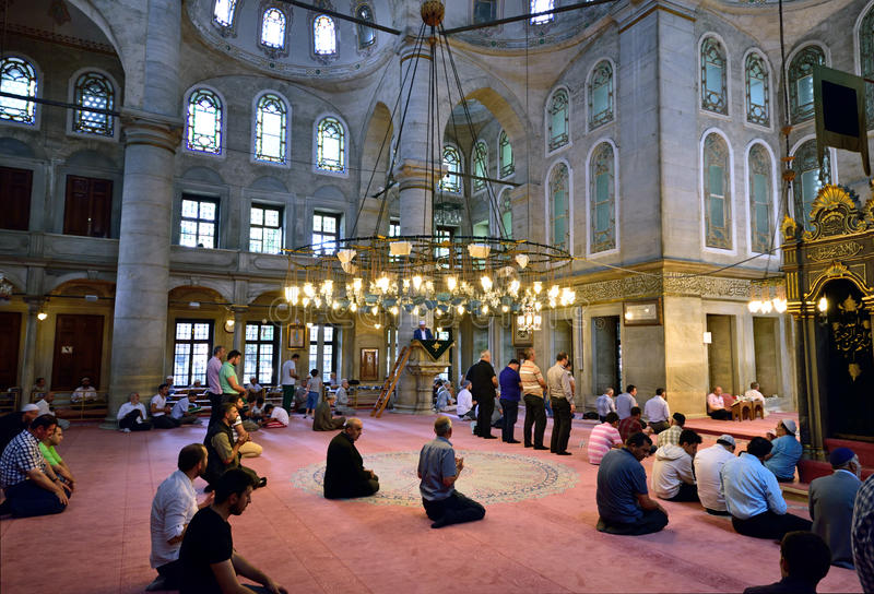 Eyup-Sultans-Moscheenritual der Anbetung zentrierte im Gebet, Istanbu stockfoto