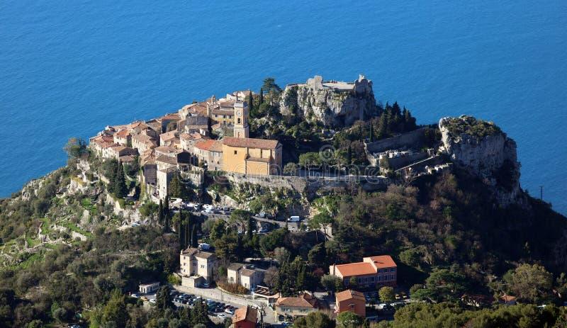 Eze村庄法国海滨、CÃ'te d ` Azur,地中海海岸, Eze、圣特罗佩、戛纳和摩纳哥 大海和豪华游艇 免版税库存图片