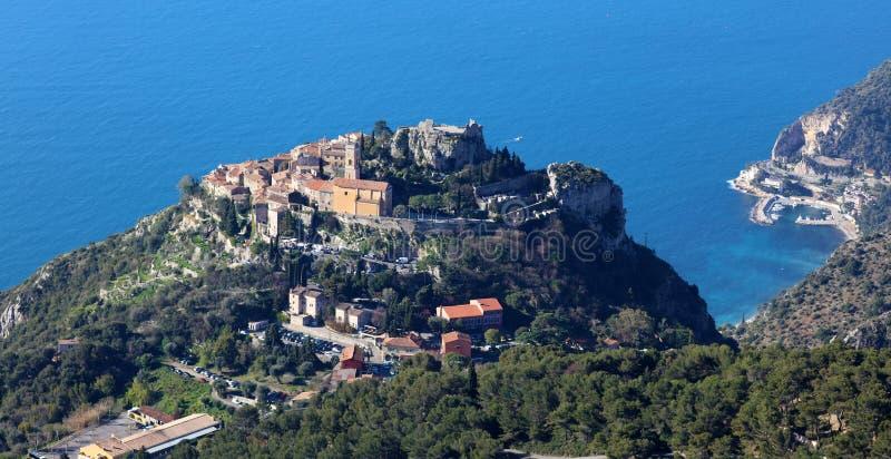 Eze村庄法国海滨、CÃ'te d ` Azur,地中海海岸, Eze、圣特罗佩、戛纳和摩纳哥 大海和豪华游艇 库存照片