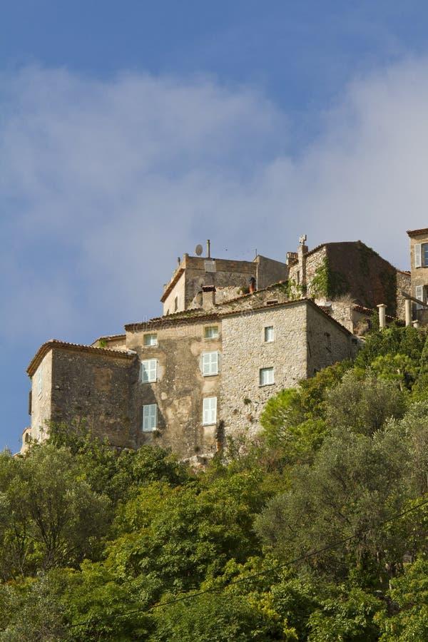 Eze es una pequeña aldea vieja en Francia meridional fotografía de archivo