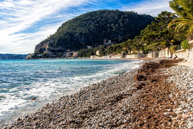 Eze sur mer海滩在南法国 免版税库存照片