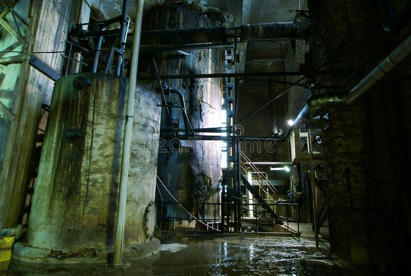 Fábrica abandonada velha em tons azuis imagem de stock