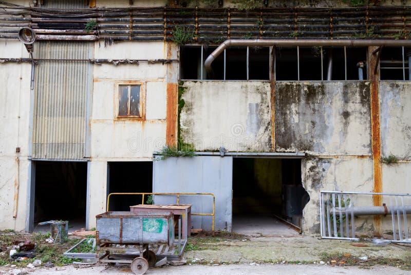 Fábrica abandonada vieja imagen de archivo