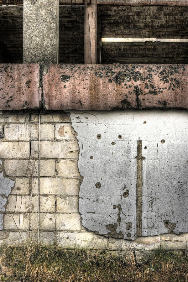 Fábrica acima rasgada em Bósnia imagem de stock
