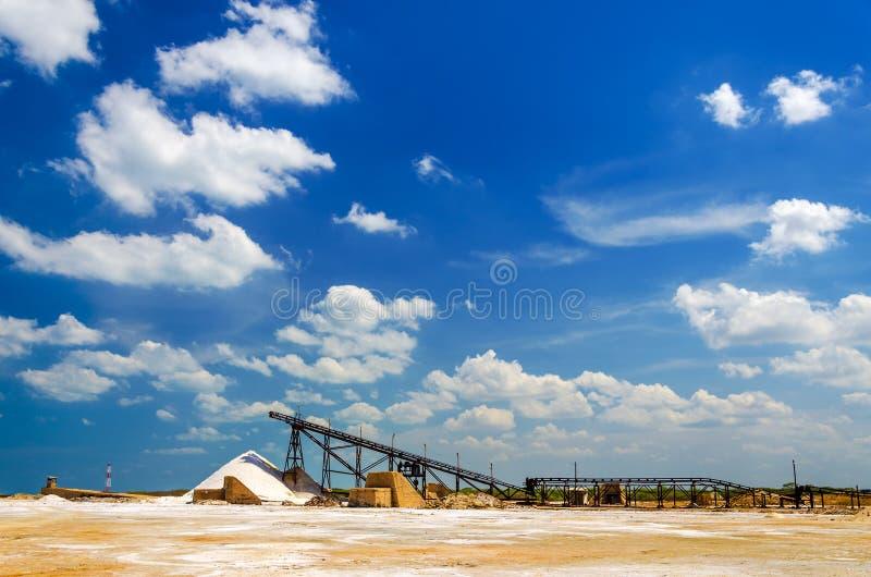 Fábrica da produção de sal foto de stock royalty free