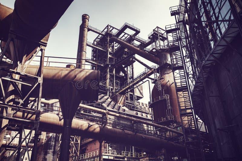 Fábrica de aço abandonada velha da metalurgia imagem de stock royalty free