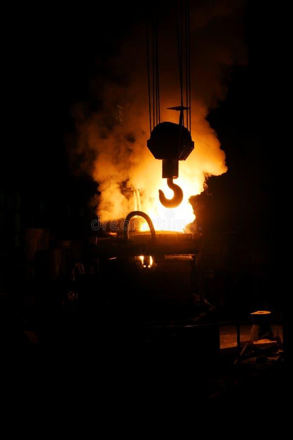 Fábrica de aço e gancho do guindaste fotos de stock