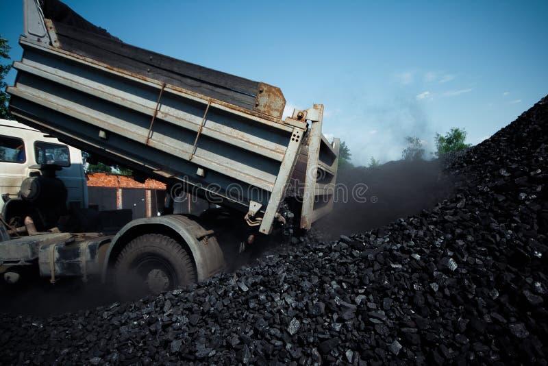 Fábrica de carvão em um dia muito quente foto de stock royalty free