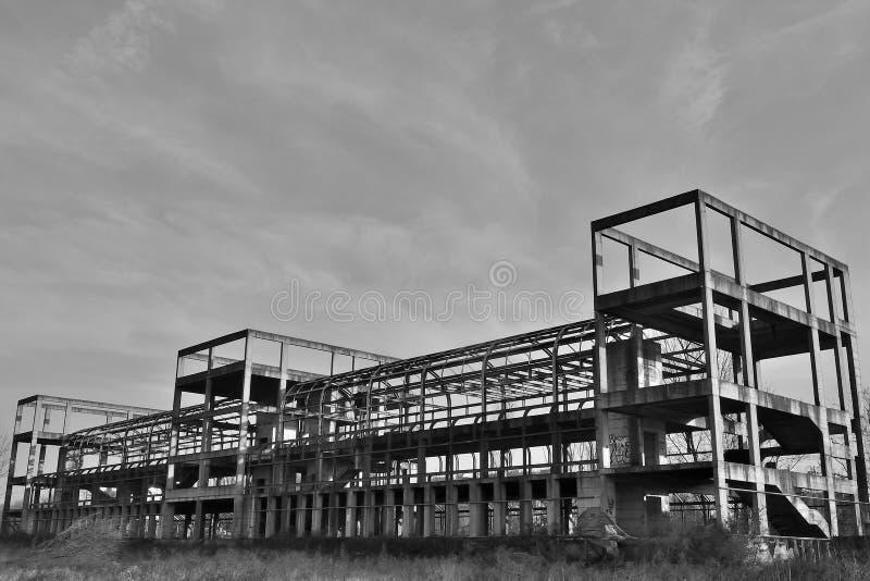 Fábrica de Ghost em preto e branco imagem de stock