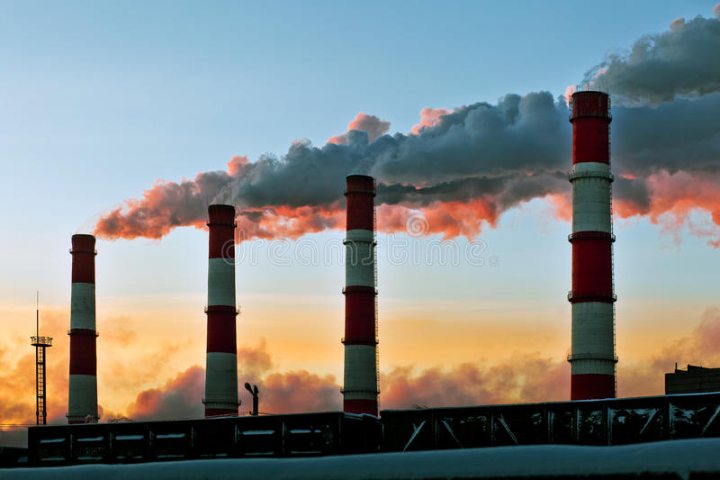 Fábrica de la contaminación atmosférica imagen de archivo libre de regalías