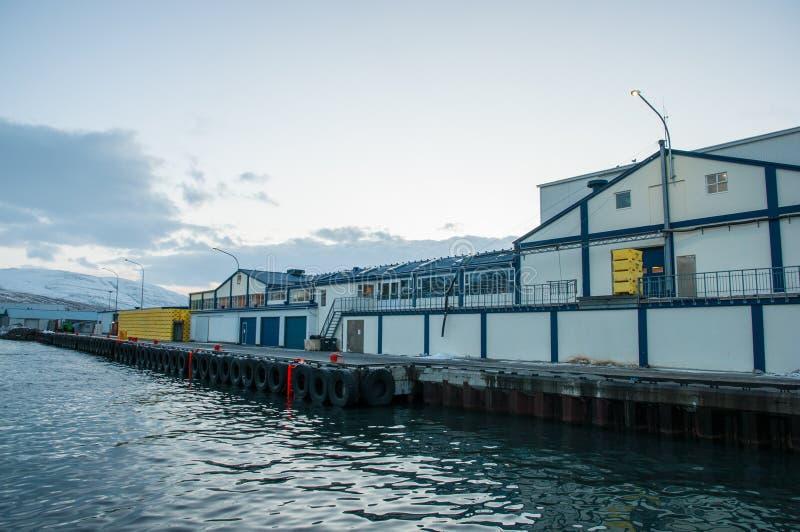 Fábrica de los pescados en el embarcadero fotografía de archivo
