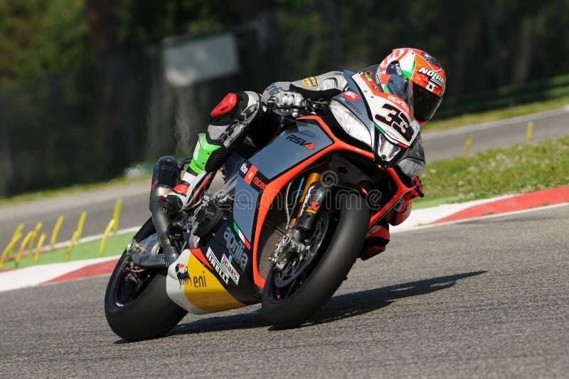 Fábrica 1000 de Marco Melandri Aprilia RSV4 SBK Aprilia que compete Team Imola SBK 2014 fotos de stock
