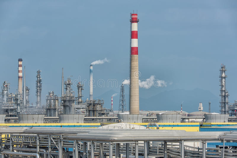 Fábrica de processamento do gás Paisagem imagem de stock