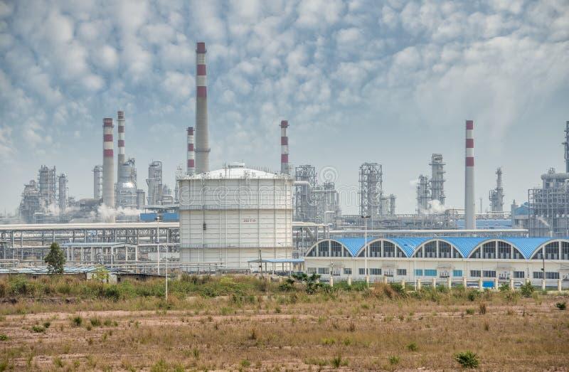 Fábrica de processamento do gás paisagem com indústria do gás imagens de stock