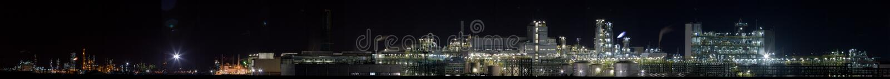 Fábrica de productos químicos en la opinión panorámica del ¼ del nightï 3) fotos de archivo libres de regalías