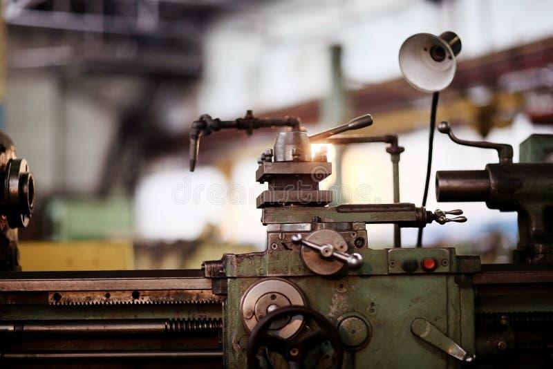 Fábrica de torneado de la maquinaria del equipo foto de archivo
