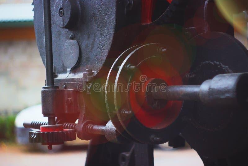 Fábrica de torneado de la maquinaria del equipo vieja foto de archivo