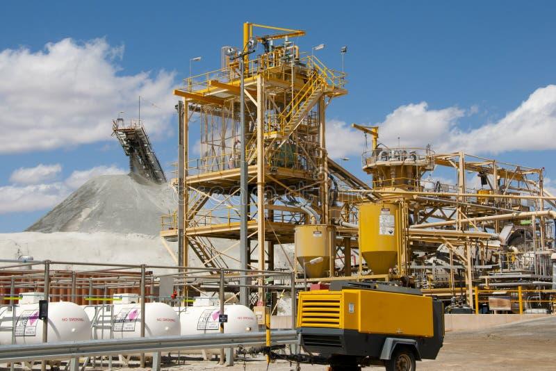 Fábrica de tratamento da mineração fotografia de stock royalty free