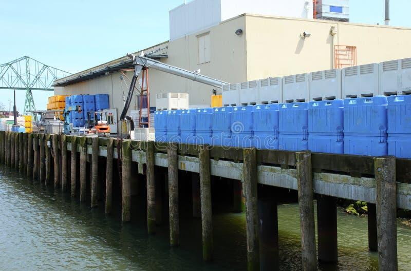 Fábrica de tratamento da pesca, Astoria OU. imagens de stock
