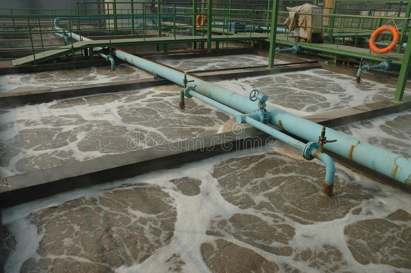 Fábrica de tratamento do Wastewater fotografia de stock