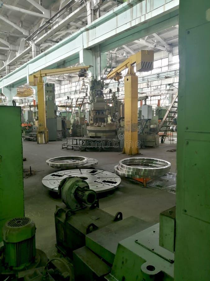 Fábrica del máquina-edificio del trabajador de producción fotografía de archivo libre de regalías