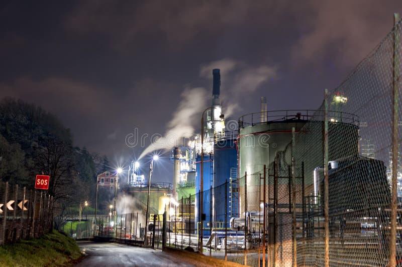Download Fábrica Del Producto Químico Y Del Petróleo Imagen de archivo - Imagen de cielo, estación: 41901997