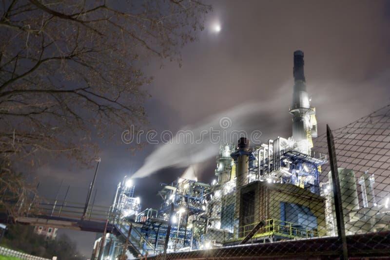 Download Fábrica Del Producto Químico Y Del Petróleo Foto de archivo - Imagen de fábrica, tubo: 41902014