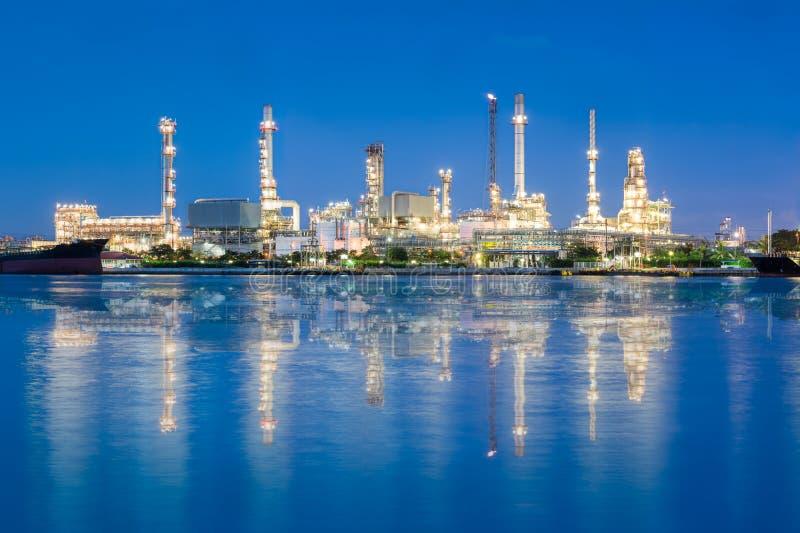Fábrica del producto químico y del petróleo fotografía de archivo