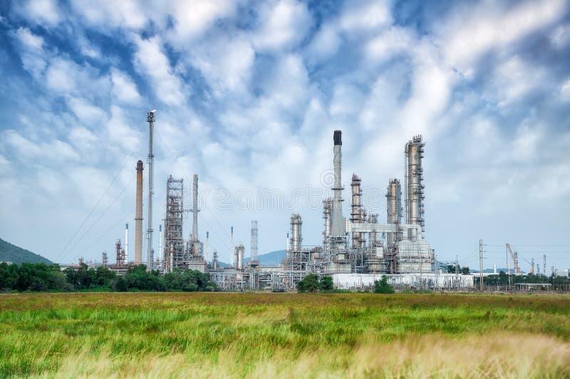 Fábrica del producto químico y del petróleo imagen de archivo