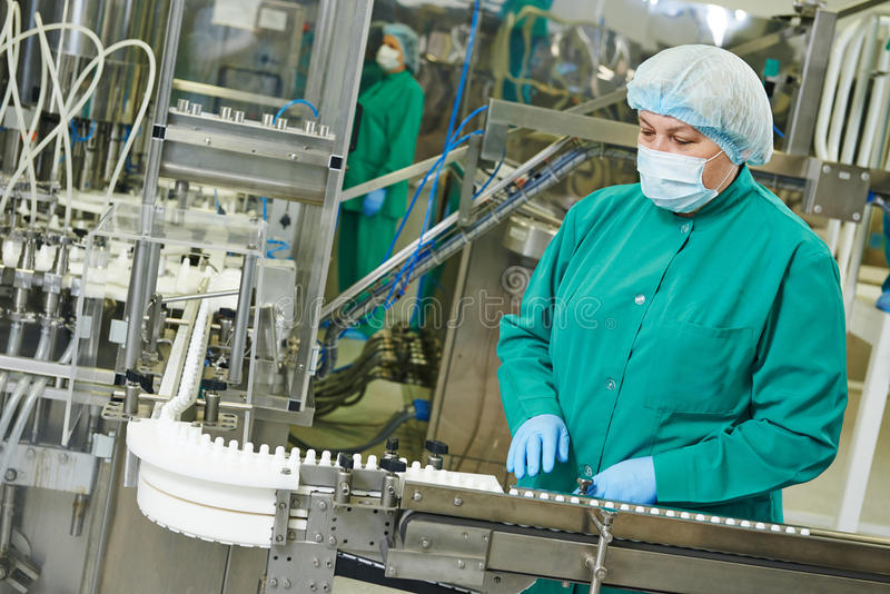 Fábrica farmacêutica fotografia de stock royalty free