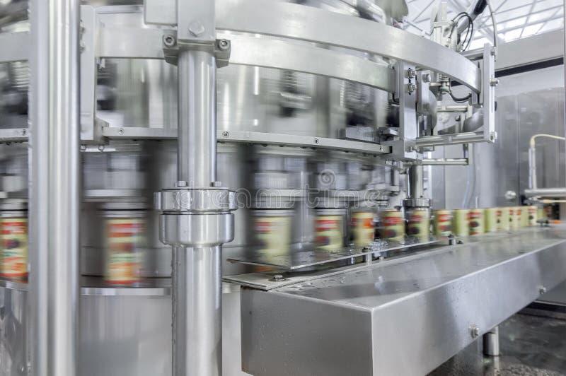 Fábrica para las bebidas embotelladoas en latas foto de archivo libre de regalías