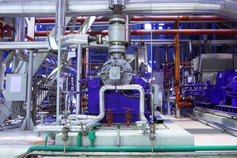 Fábrica química El interior de la refinería foto de archivo